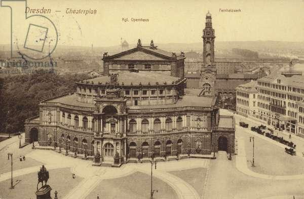 Postcard depicting the Theaterplatz (b/w photo)