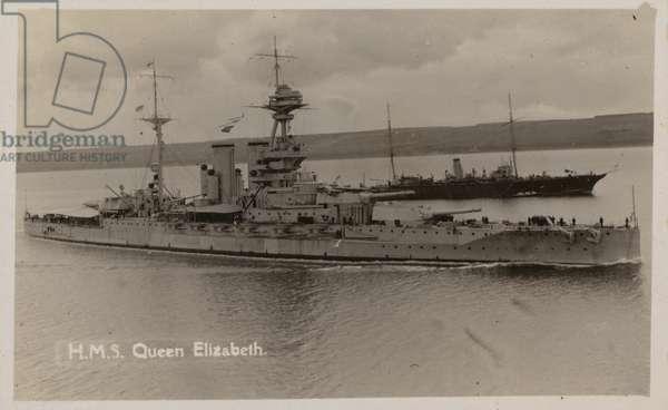 Royal Navy battleship HMS Queen Elizabeth (b/w photo)
