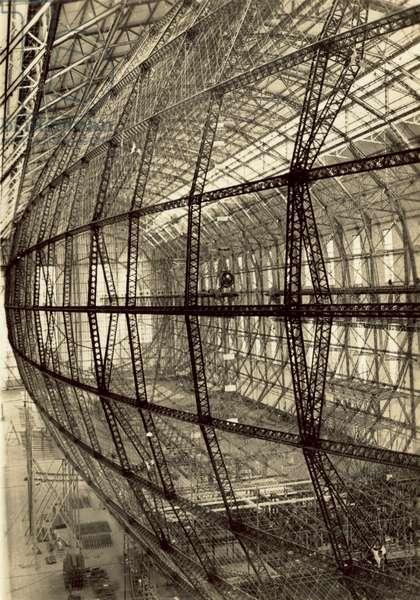 The framework of airship LZ 130 under construction (b/w photo)