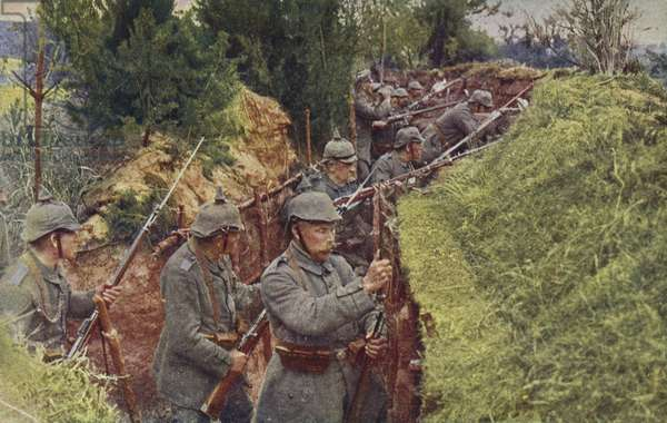 Alert in the German trenches, World War I, 1914-1916 (photo)