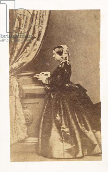 Full-length portrait of Queen Victoria (b/w photo)