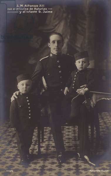King Alfonso XIII, children (b/w photo)
