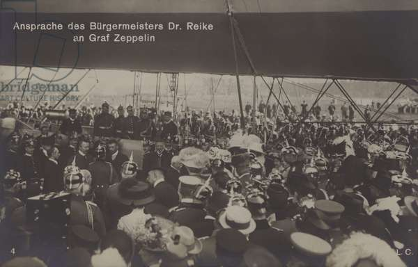 Speech by Mayor Dr Reike to German airship constructor Graf Ferdinand von Zeppelin (b/w photo)