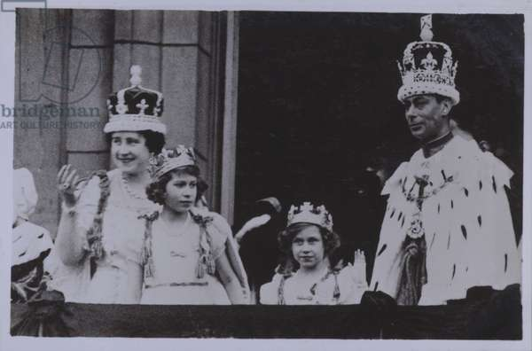 Royal family, after the coronation of King George VI (b/w photo)