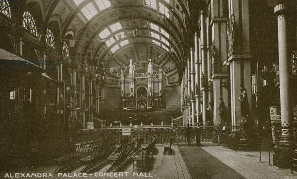 General view of the concert hall in Alexandra Palace (photo)
