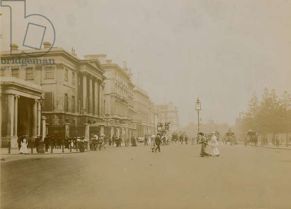 Hyde Park Corner and Piccadilly, London (photo)