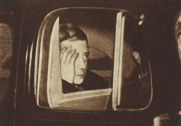 King Edward VIII, leaving Windsor Castle after the broadcast concerning his abdication (b/w photo)