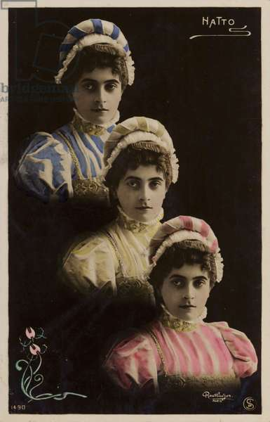 Three identical female heads (photo)