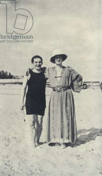 Snapshot taken of Isadora Duncan and Allan Ross Macdougall at Palm Beach, January 1917 (b/w photo)
