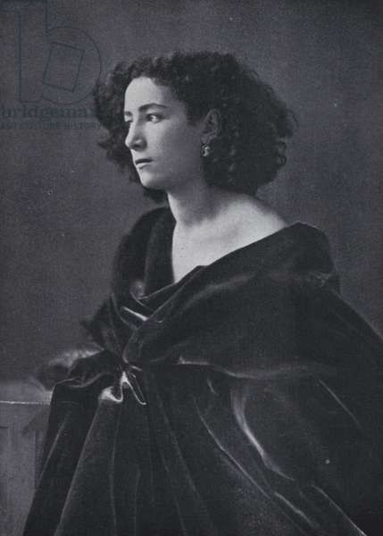 The actress Sarah Bernhardt (b/w photo)