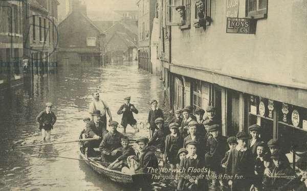 Floods in Norwich, Norfolk, 1912 (b/w photo)