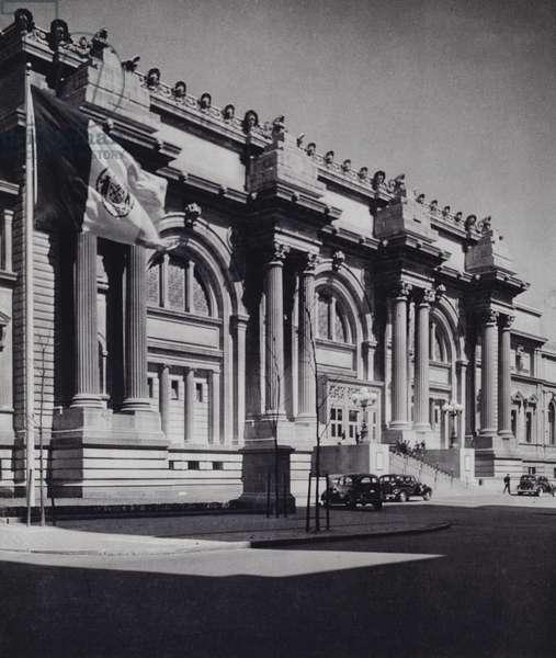 Manhattan: Metropolitan Museum Of Art (b/w photo)