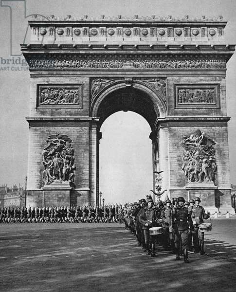 Occupation of Paris by the Nazis: June 1940, German soldiers marching by the Arc de Triomphe (b/w photo)