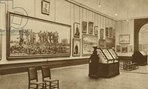 Central picture gallery of the Imperial War Museum (b/w photo)