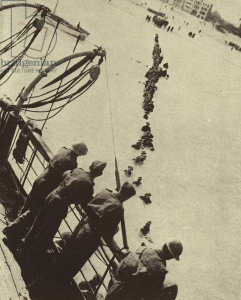 Soldiers of the British Expeditionary Force wading out to a waiting ship during the Dunkirk evacuation, World War II, May-June 1940 (b/w photo)