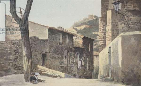 Hyeres, Vieille Ville, Rue montant a l'Eglise Saint-Paul (colour photo)