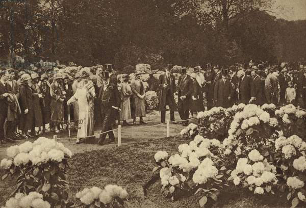 The King and Queen pay a visit to the annual spring flower show at Chelsea (b/w photo)