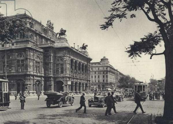 Vienna: State Opera (b/w photo)
