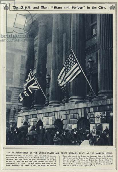 "The USA and war, ""Stars and Stripes"" in the city, the fraternisation of the United States and Great Britain, flags at the Mansion House (b/w photo)"