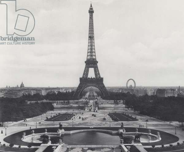 Paris: La Tour Eiffel (b/w photo)