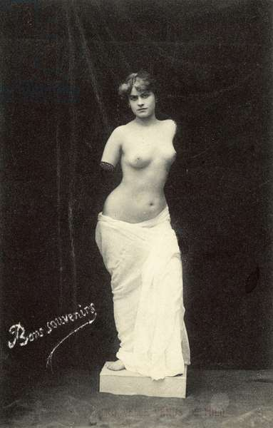 A modern Venus De Milo (b/w photo)