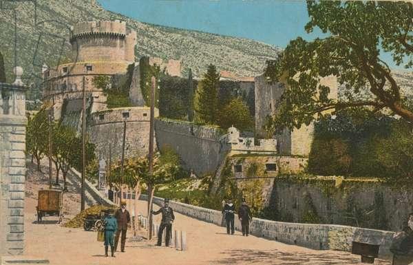 Castle. Postcard sent in 1913.