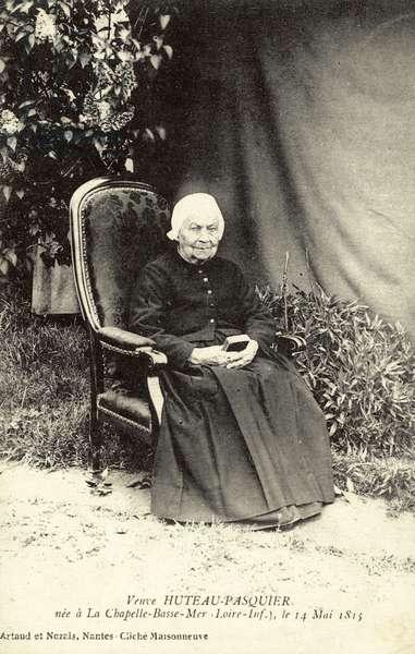 Veuve Huteau-Pasquier, born in 1815 (b/w photo)