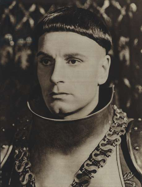Laurence Olivier in the title role of Henry the Fifth (film), Shakespeare (b/w photo)
