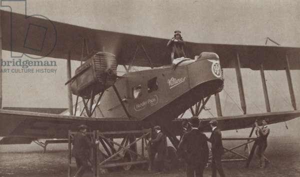 First regular London to Paris air service, 25 August 1919 (b/w photo)