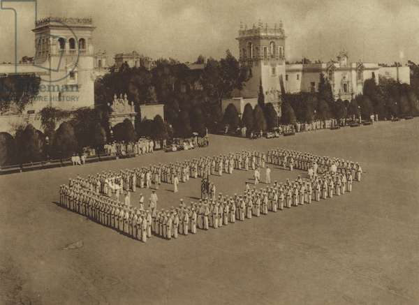 America in World War I: A regimental square (b/w photo)