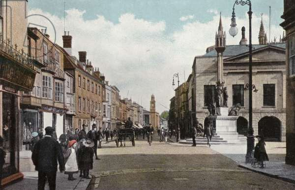 High Street and Queen Victoria Memorial, Newport (photo)