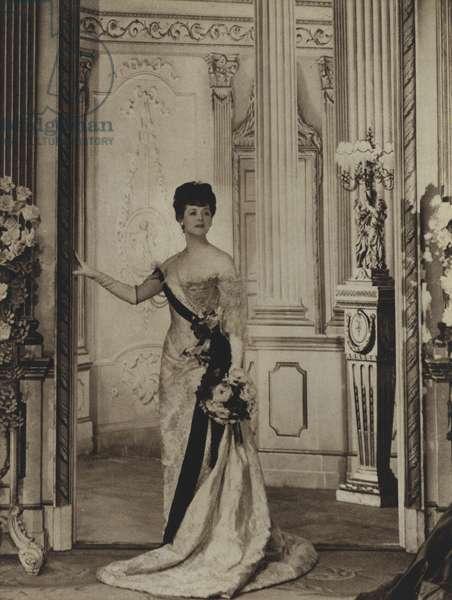 Isabel Jeans as Mrs Erlynne in Lady Windermere's Fan, Oscar Wilde (b/w photo)