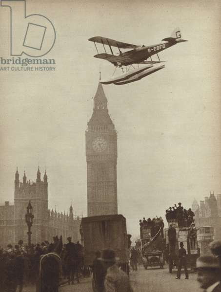 Crowds on Westminster Bridge watching British aviator Alan Cobham land on the Thames after completing his flight to Australia and back, 1 October 1926 (b/w photo)