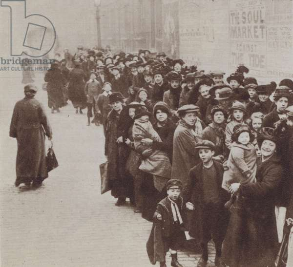 British housewives and their children queuing for their food rations, World War I, 1918 (b/w photo)