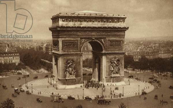 Paris: Place et Arc de Triomphe de L'Etoile (b/w photo)