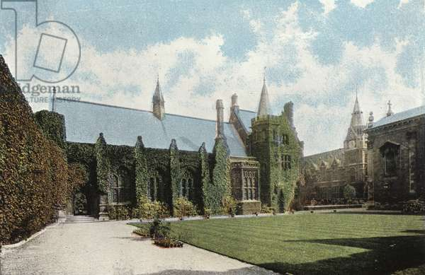 Pembroke College, First Court (photo)