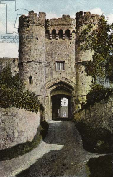 Gateway, Carisbrooke Castle (photo)