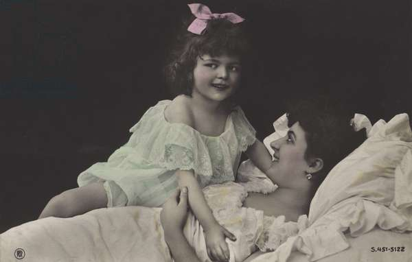 Little girl and her mother (colour photo)