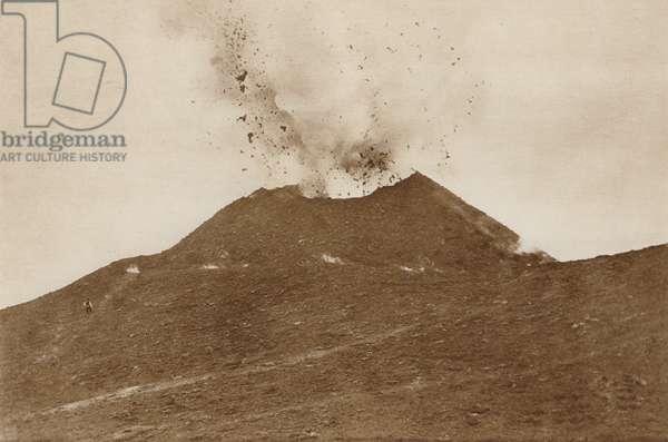 Napoli, Il Vesuvio in eruzione (b/w photo)