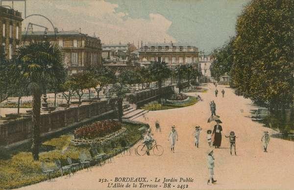 Public garden in Bordeaux, France. Postcard sent in 1913.