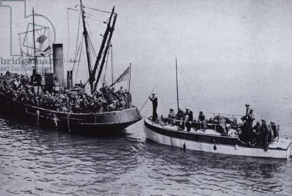 Evacuation of the British Expeditionary Force from Dunkirk, France, World War II, 26 May - 4 June 1940 (b/w photo)