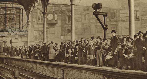 London crowds leave for Margate by train (b/w photo)