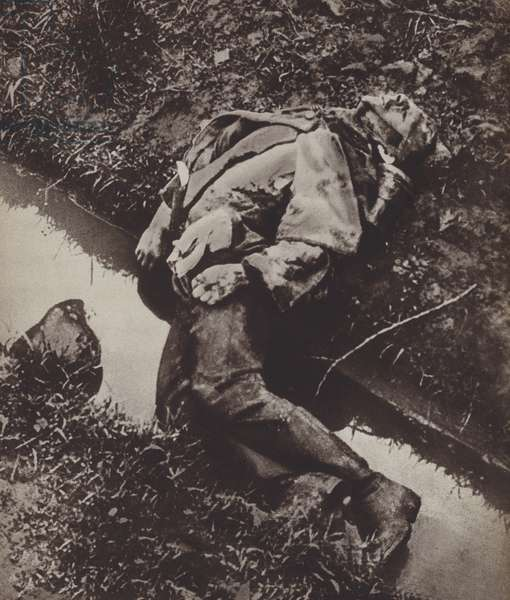 Body of a dead young German soldier killed in the last days of the First World War, 1918 (b/w photo)