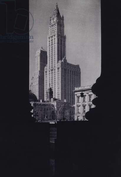 Manhattan: The Woolworth Building (b/w photo)