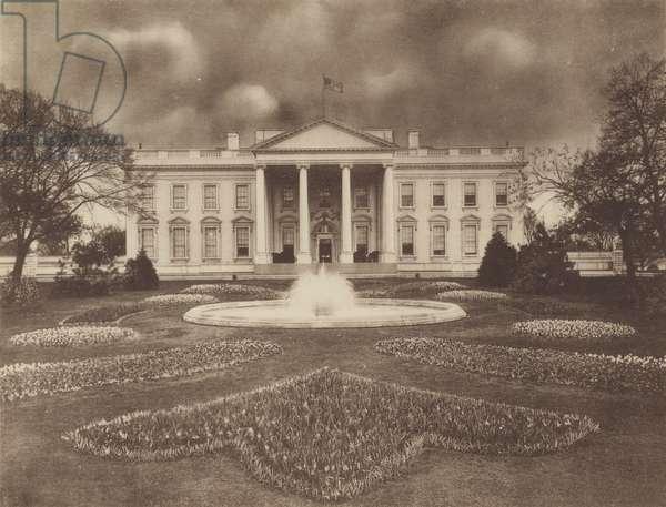 The White House (b/w photo)