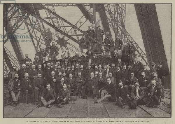 Les membres de la presse au premier etage de la tour Eiffel, le 4 juillet (engraving)