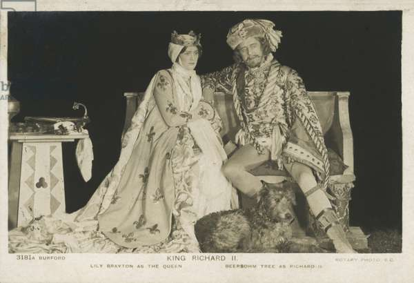 English actors Lily Brayton and Herbert Beerbohm Tree as the king and queen in a production of William Shakespeare's play Richard II at His Majesty's Theatre, London, 1910 (b/w photo)