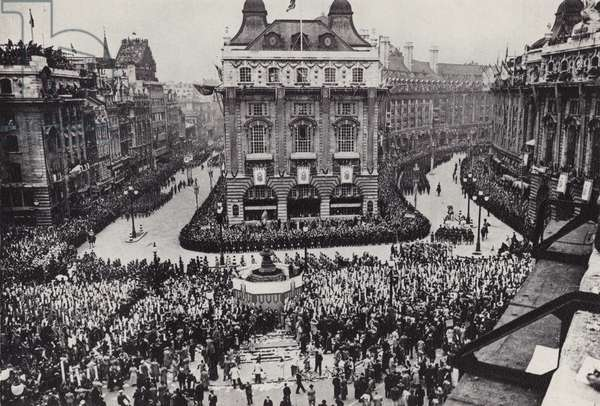 Coronation procession, 1937, Piccadilly Circus, London (b/w photo)