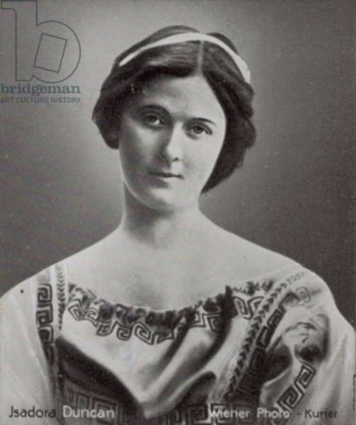 Isadora Duncan (b/w photo)