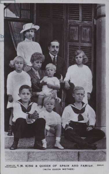 Alfonso XIII, King of Spain, Victoria Eugenie of Battenberg, Queen of Spain, Maria Christina of Austria, the Queen Mother and their family (b/w photo)